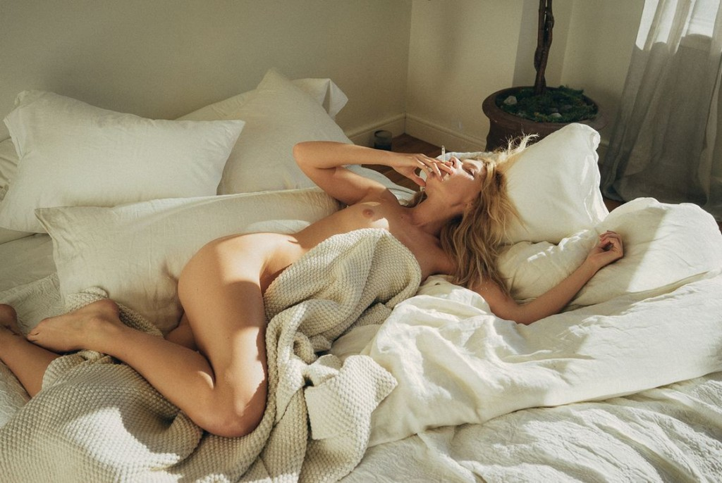 Des photos de Farah Holt nue