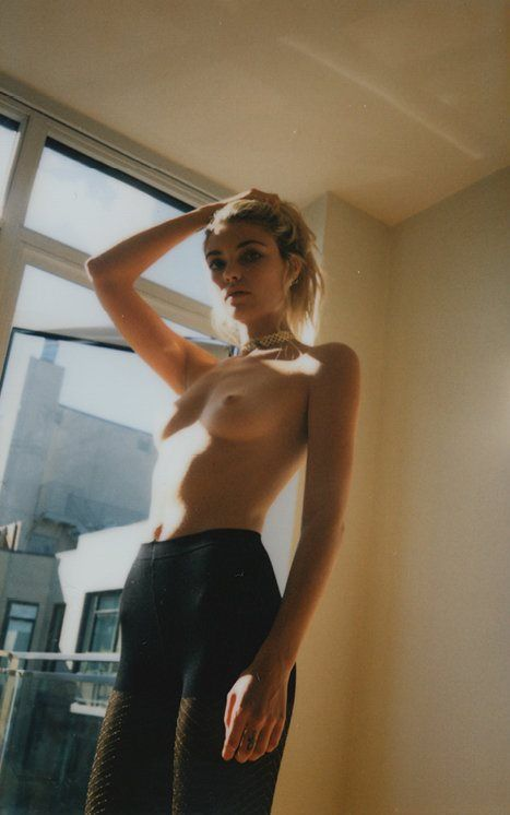 Farah-Holt-Nude-6