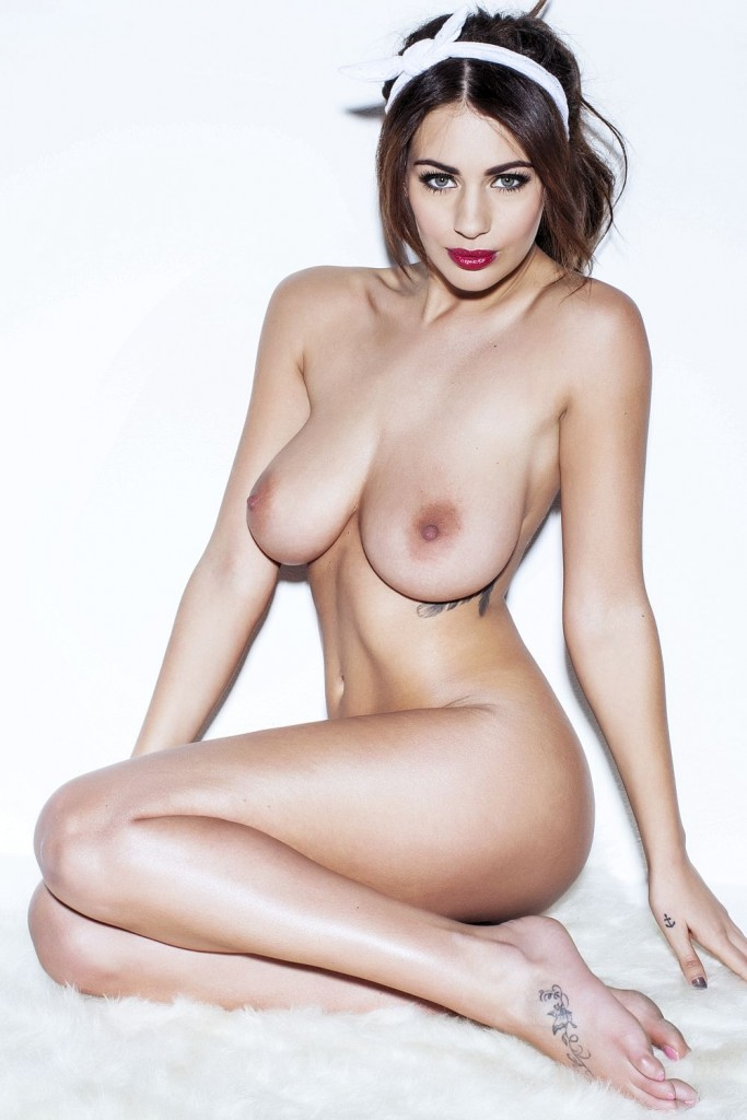 Des photos de Holly Peers nue