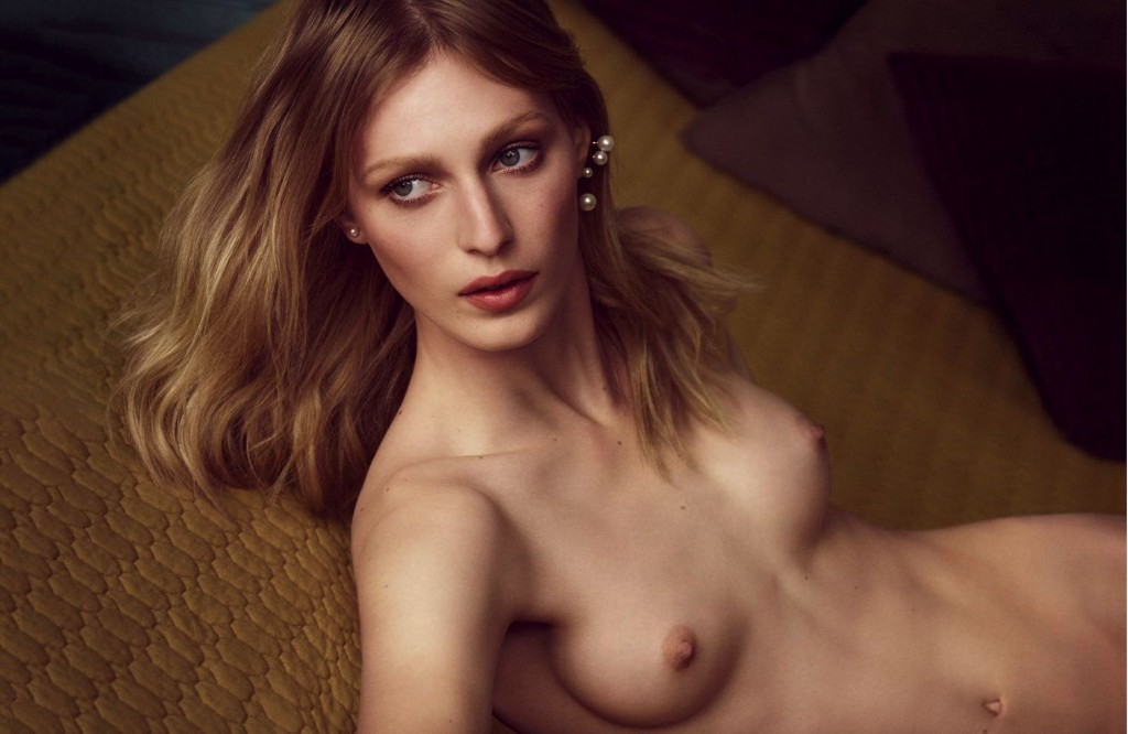 Une photo de Julia Nobis nue
