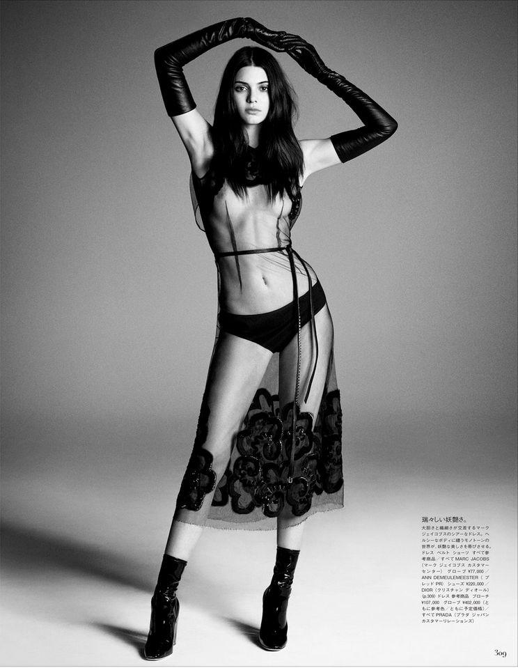 Oops les seins de Kendall Jenner nue