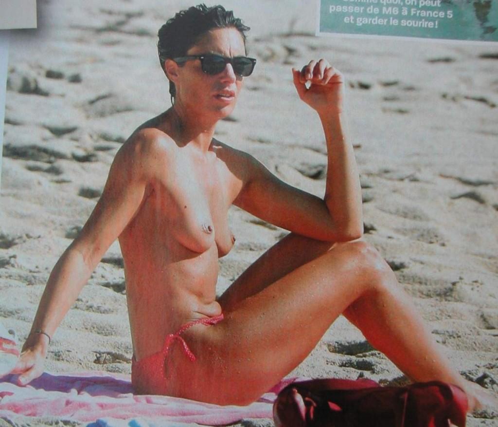 images-alessandra-sublet-nue-dans-plage-topless-sein-softcore-7348-5d659
