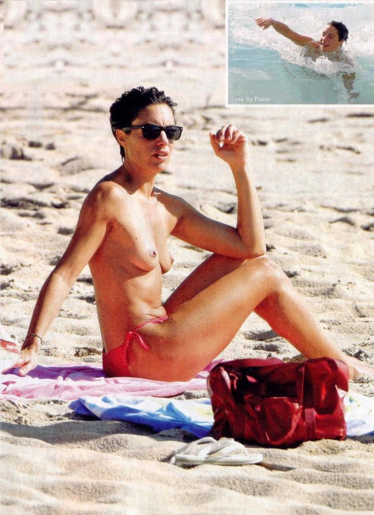 images-alessandra-sublet-nue-dans-plage-topless-sein-softcore-en-bikini-jambe-17424-0b353