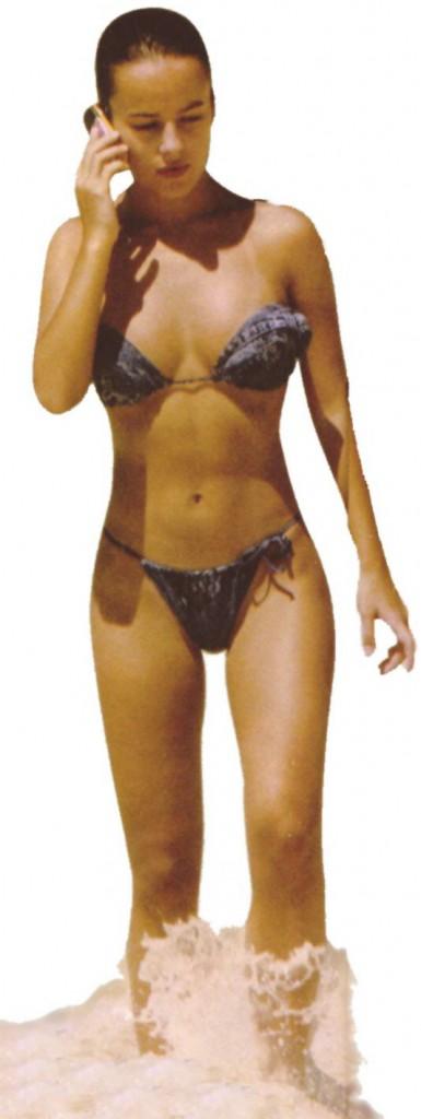 images-alizee-nue-dans-plage-softcore-en-bikini-decolette-jambe-6868-ab0ce