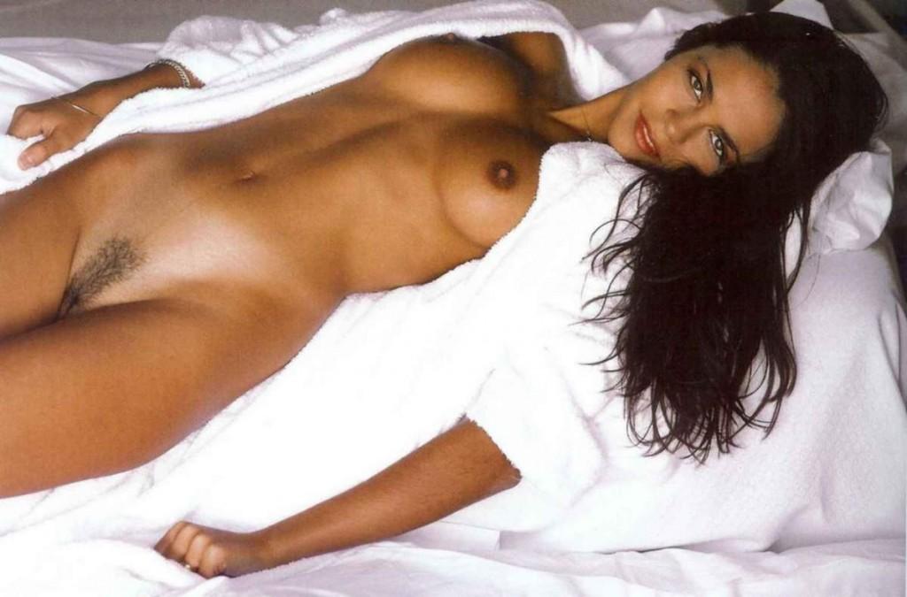 Les photos de Cali Morales nue