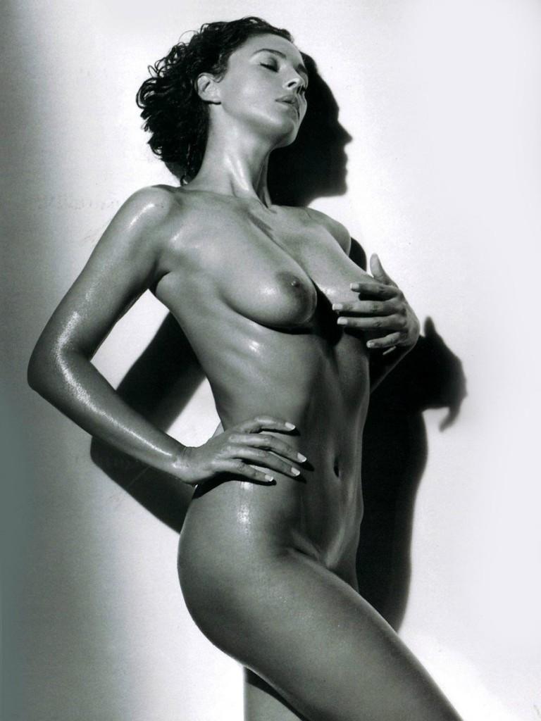 Monica bellucci nude sexy boobs in malena movie scandalplanetcom 4