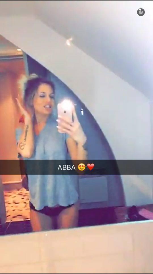 Des photos d'Adixia sexy sur snapchat