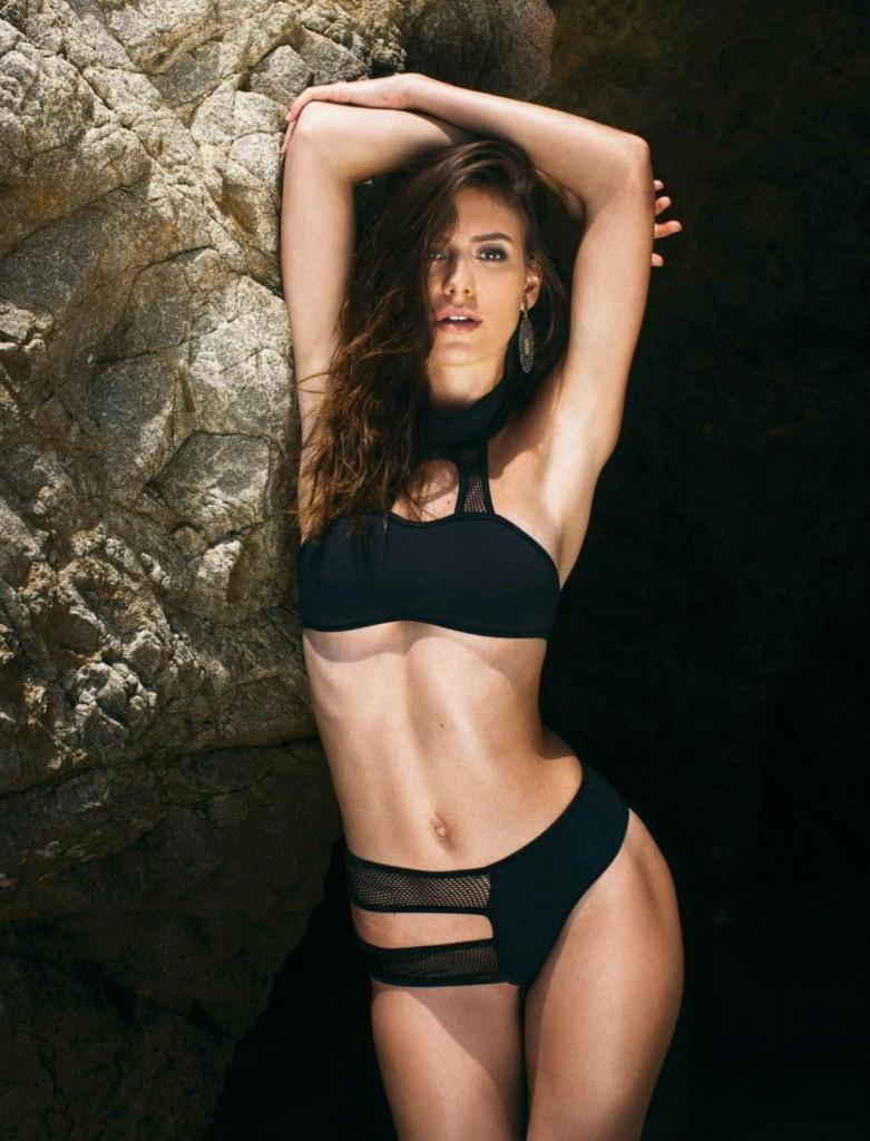 Alejandra-Guilmant-Topless-5-781x1024