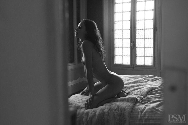 Encore des photos d'Elisa Meliani nue