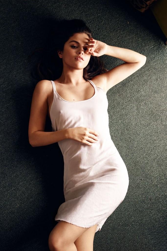 Oops les tétons de Selena Gomez