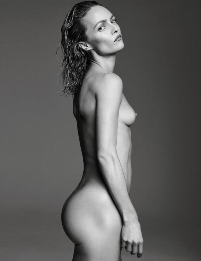 De nouvelles photos de Vanessa Paradis nue et seins nus