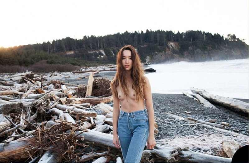 Une photo de Christina Masterson seins nus