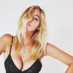 Des photos sexy de Elizabeth Turner en lingerie