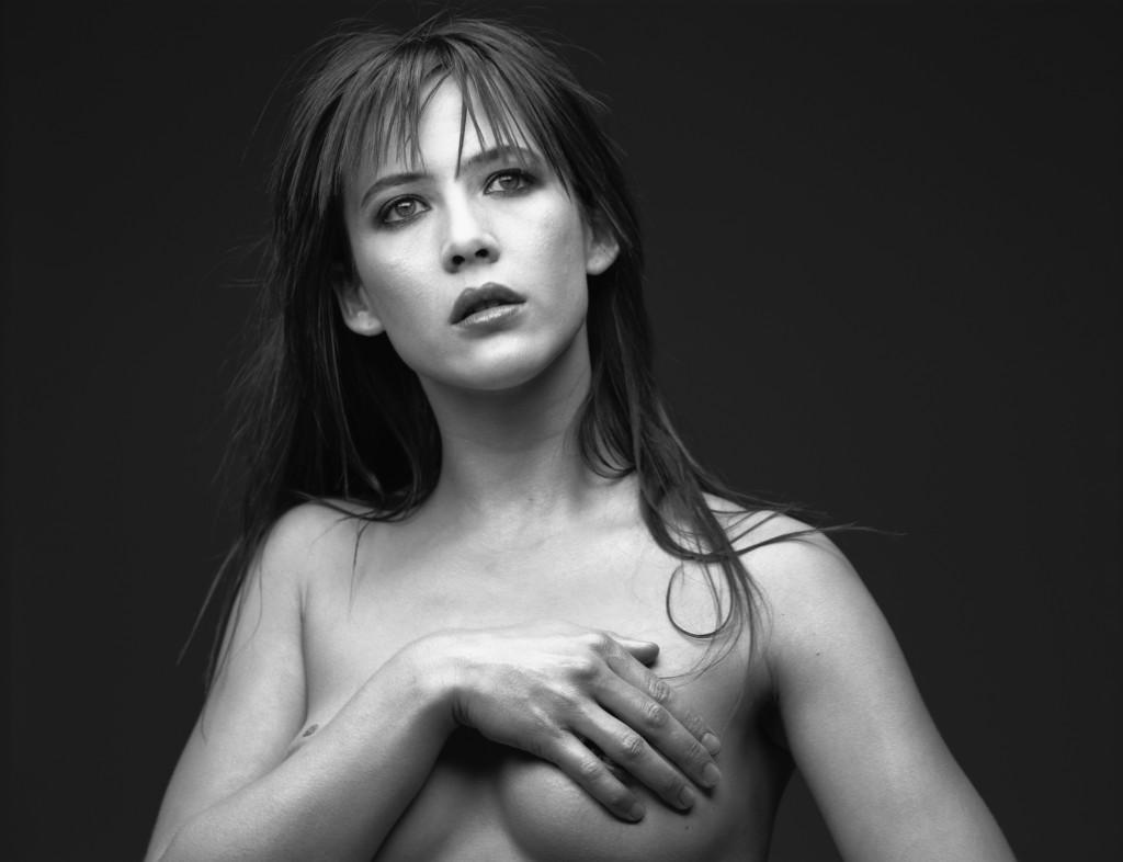 images-sophie-marceau-nue-dans-shoot-inconnu-topless-sein-nue-cache-19559-f1f48