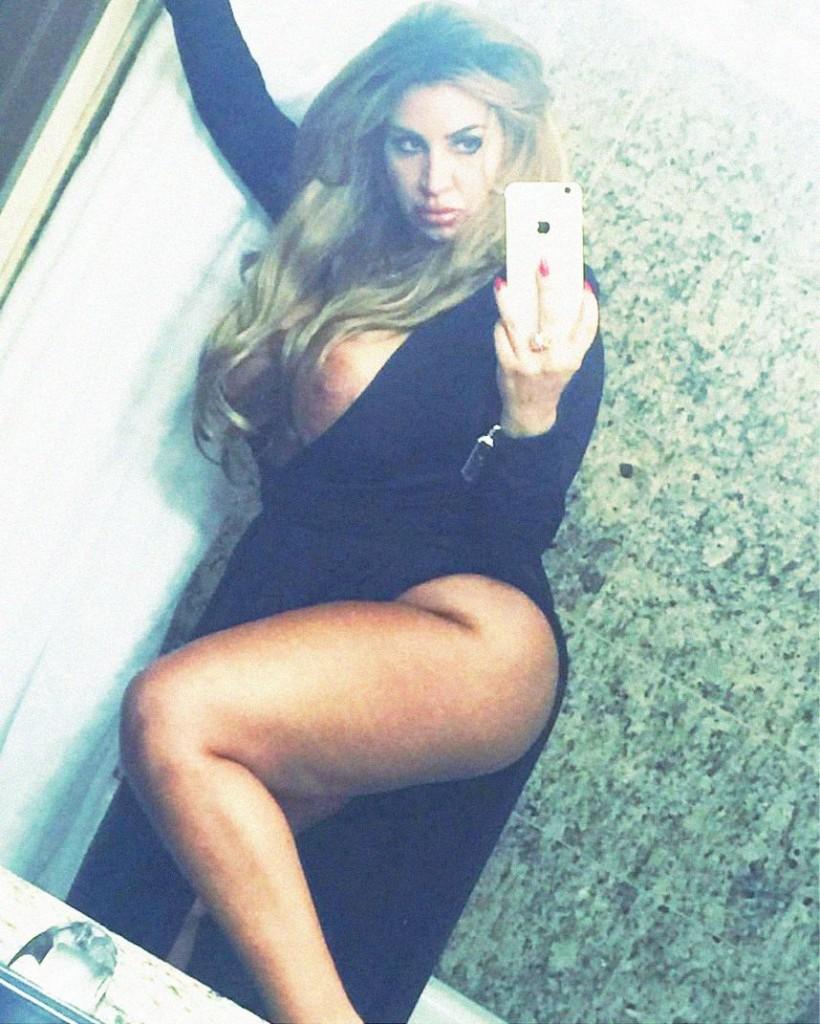 Une photo volée de Mercedes Javid nue