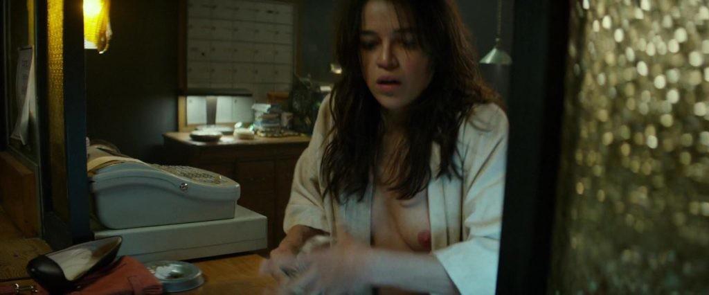 Des photos de Michelle Rodriguez nue et seins nus