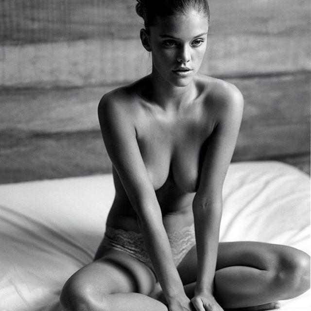 Une photo de Nina Agdal seins nus