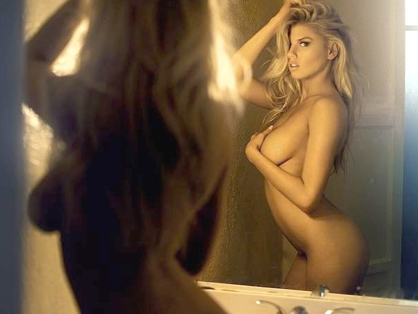 Une photo de Charlotte Mckinney nue