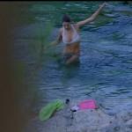 Des photos sexy de Laury Thilleman dans Camping Paradis