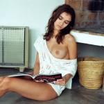 Le retour de Paula Bulczynska nue et seins nus