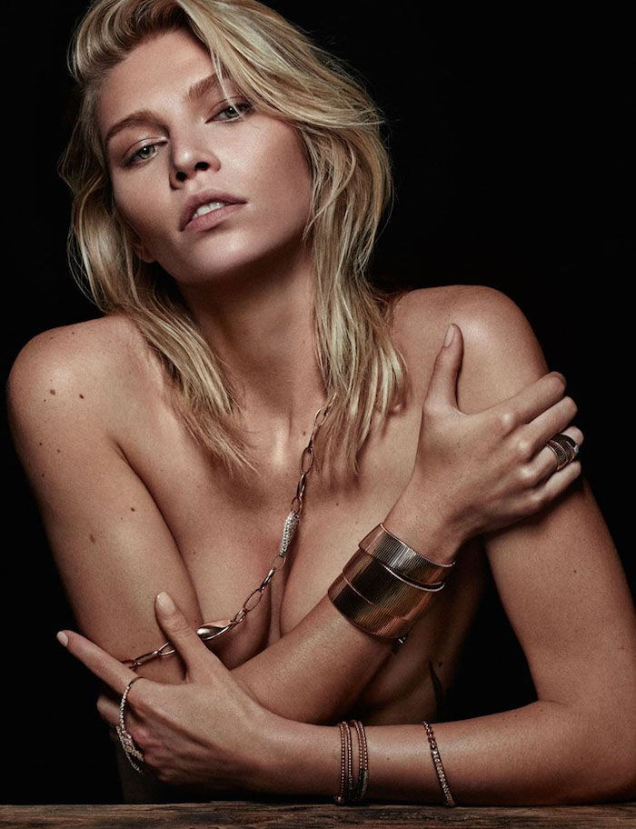 Des photos de Aline Weber nue et seins nus