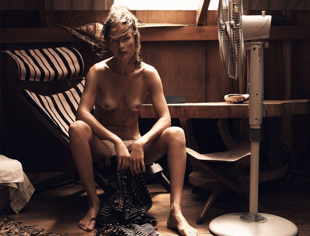Des photos de Carolyn Murphy nue et seins nus