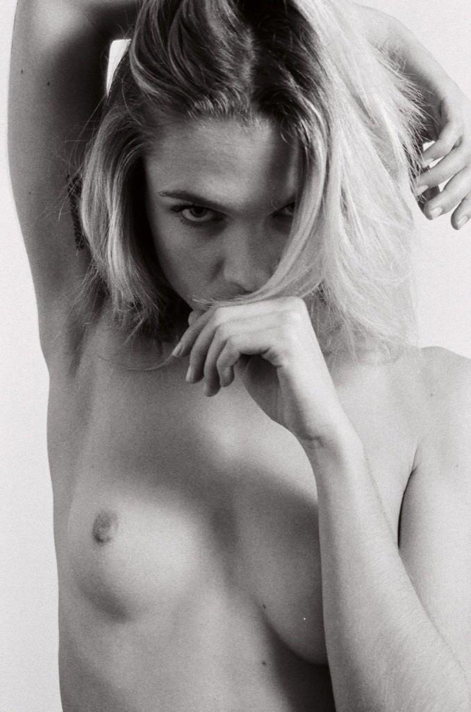 De nouvelles photos de Eva Biechy nue