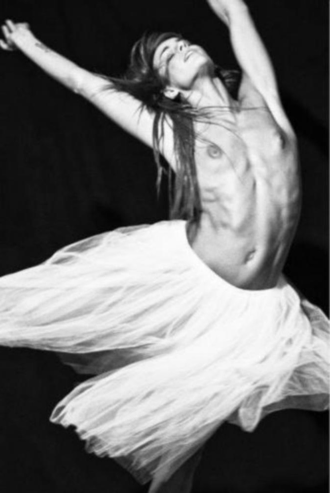 De nouvelles photos de Fauve Hautot nue et seins nus