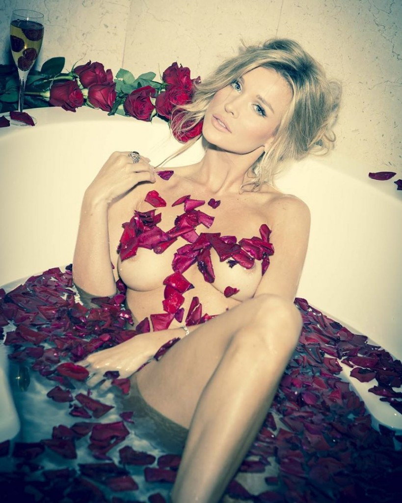 Une photo de Joanna Krupa nue dans son bain