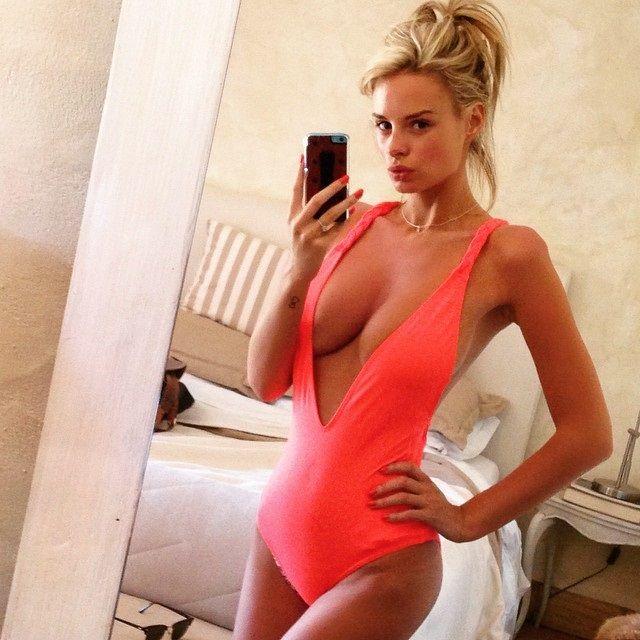 Rhian-Sugden-Nude-Nue-Naked-Topless-Selfie-1