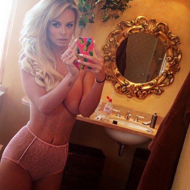 Rhian-Sugden-Nude-Nue-Naked-Topless-Selfie-12