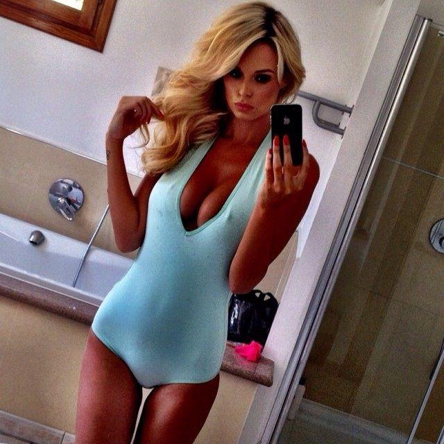Rhian-Sugden-Nude-Nue-Naked-Topless-Selfie-3