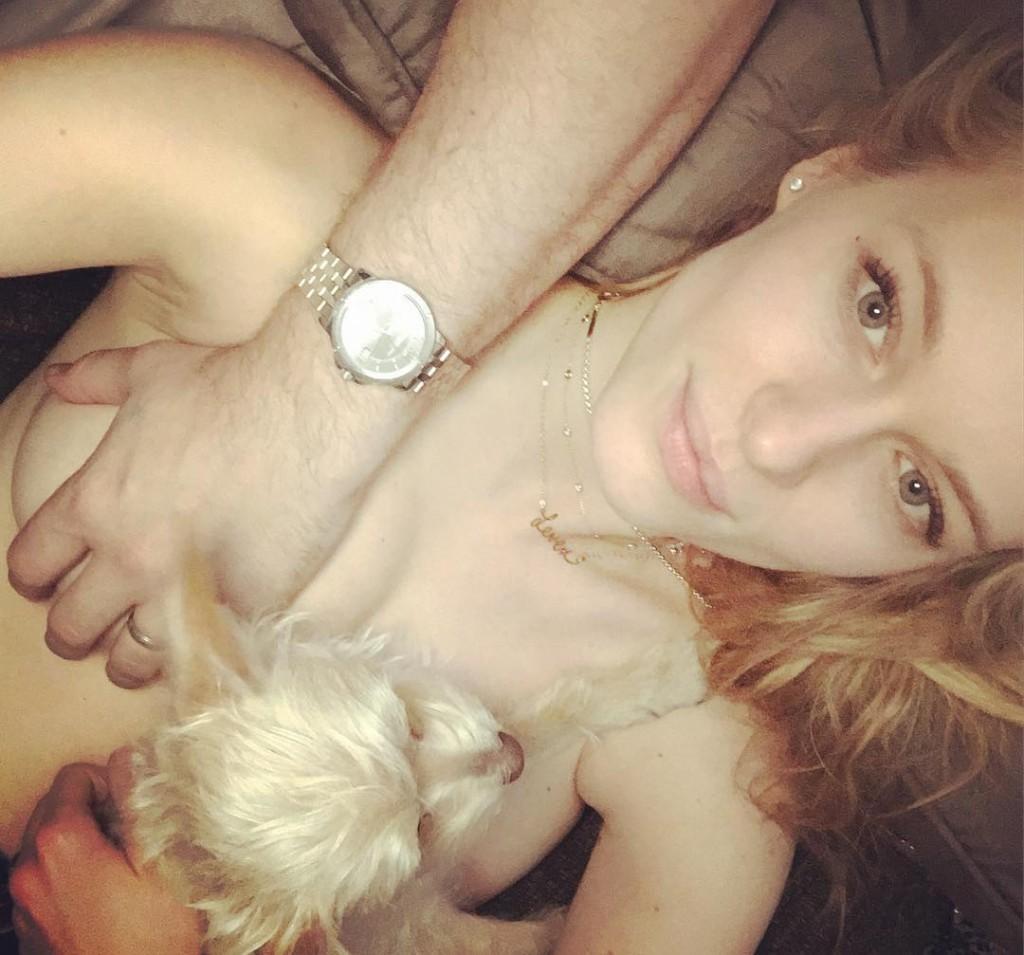 Une photo de Leven Rambin nue sur instagram