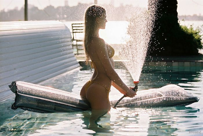 Des photos de Vita Sidorkina nue et seins nus