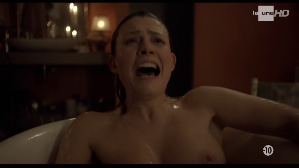 Elodie Frégé nue dans La main du mal