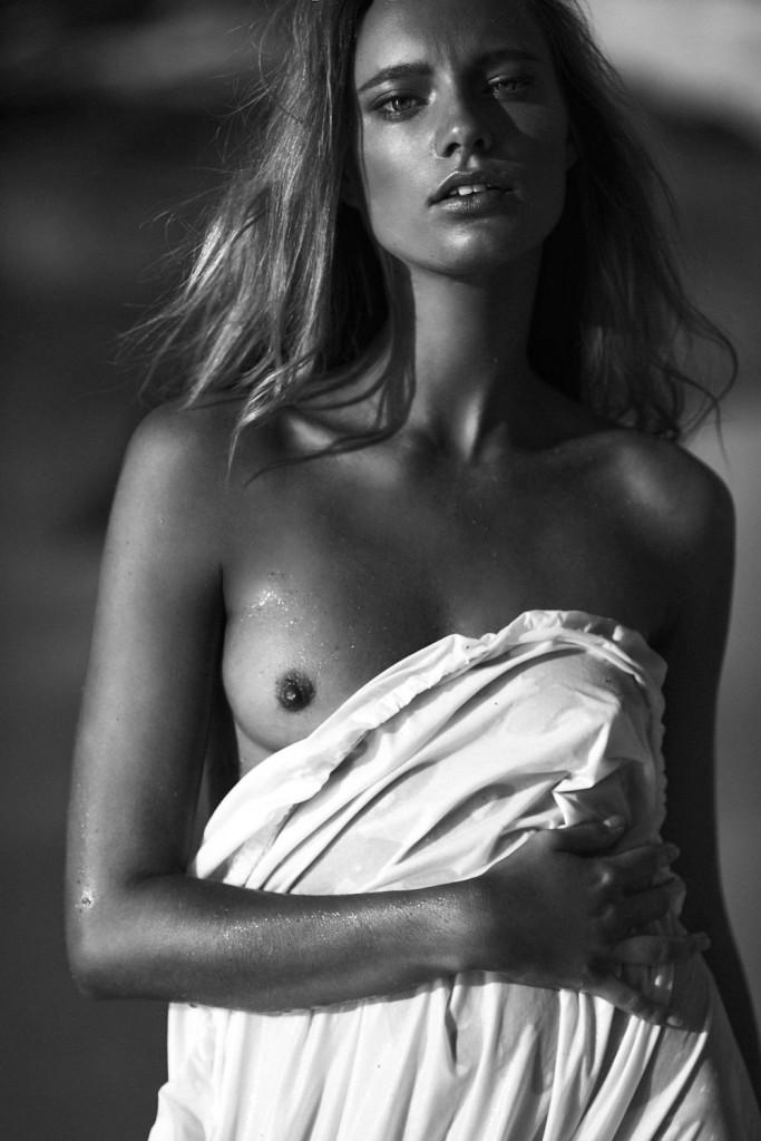 De nouvelles photos de Maya Stepper nue