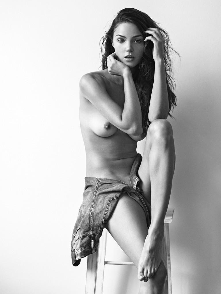 Encore des photos de Ollie Kram nue et seins nus