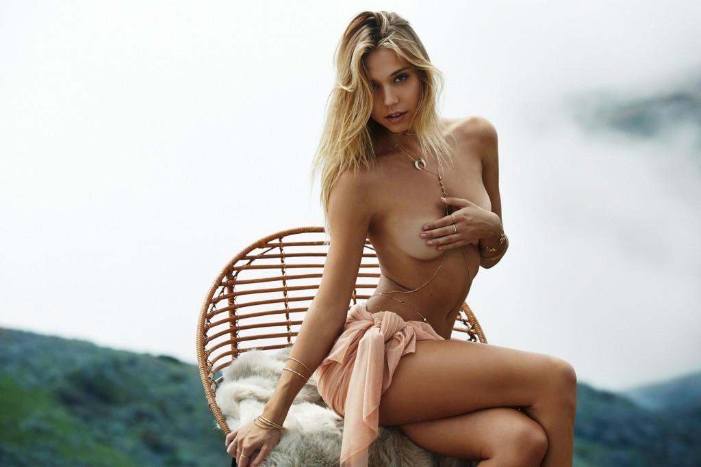 De nouvelles photos de Alexis Ren nue et seins nus