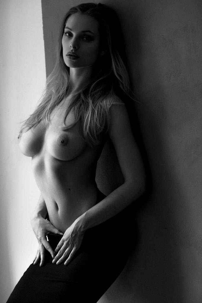 Des photos de Dioni Tabbers nue et topless