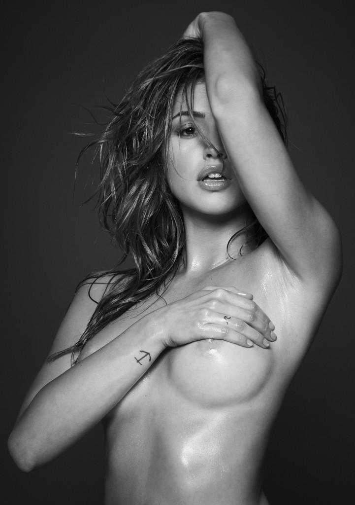 Des photos de Jehane Paris nue et seins nus