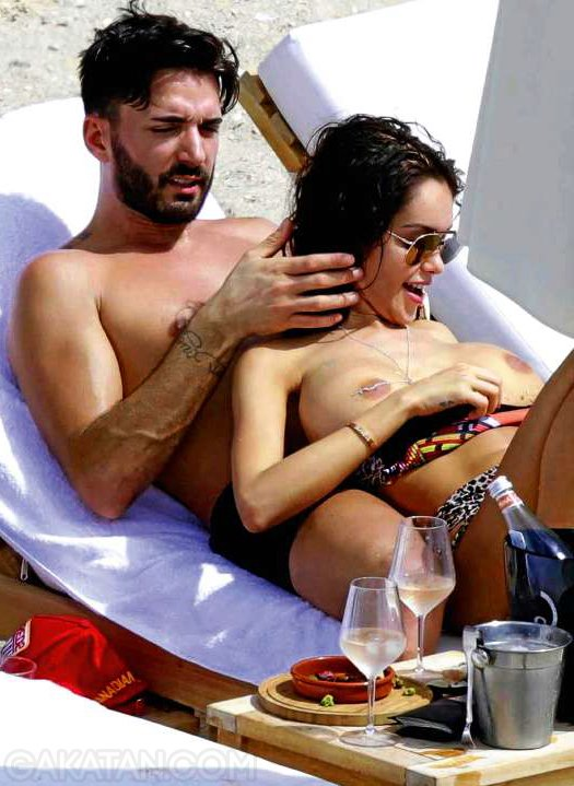 sexy-nabilla-nue-topless-hot