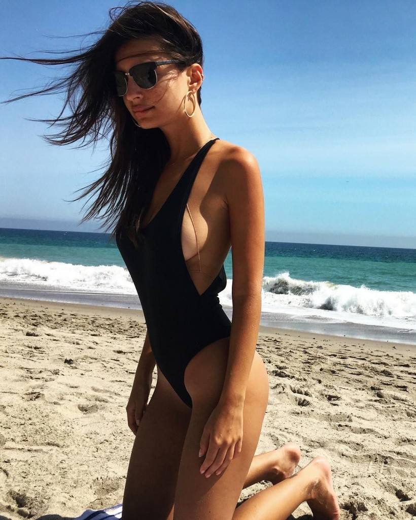 Emily Ratajkowski en bikini sexy