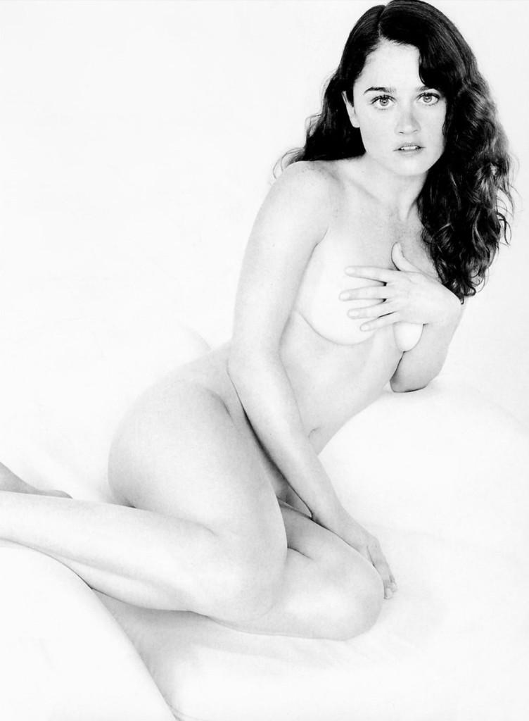 Des photos de Robin Tunney nue et seins nus
