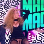 Afida Turner montre sa chatte en plein direct