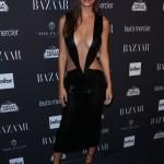 Emily Ratajkowski dans une robe très sexy