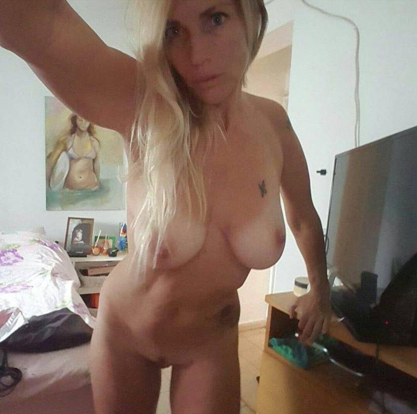Les photos volées de Sharon Perry nue et seins nus