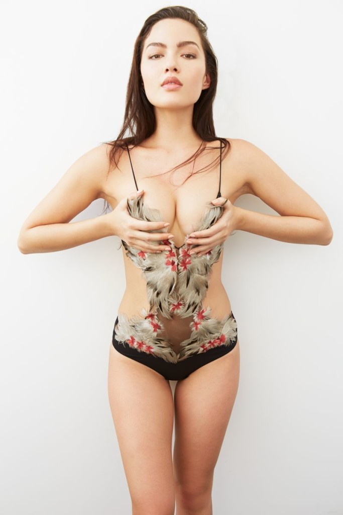 Des photos de Mia Kang nue et seins nus