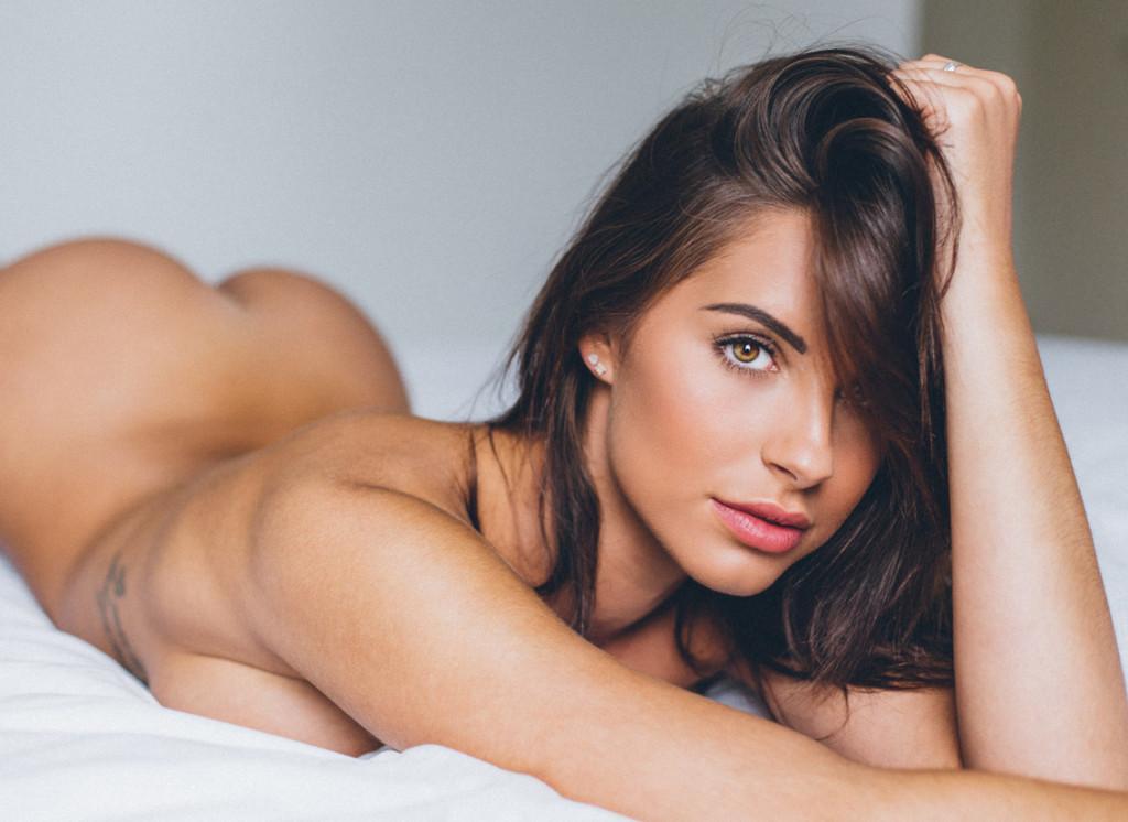 Des photos de Jessica Rose nue et seins nus