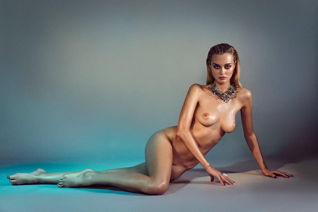 Des photos de Signe Rasmussen nue et seins nus