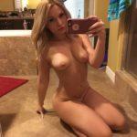 Toutes les photos volées de Zoie Burgher nue et seins nus